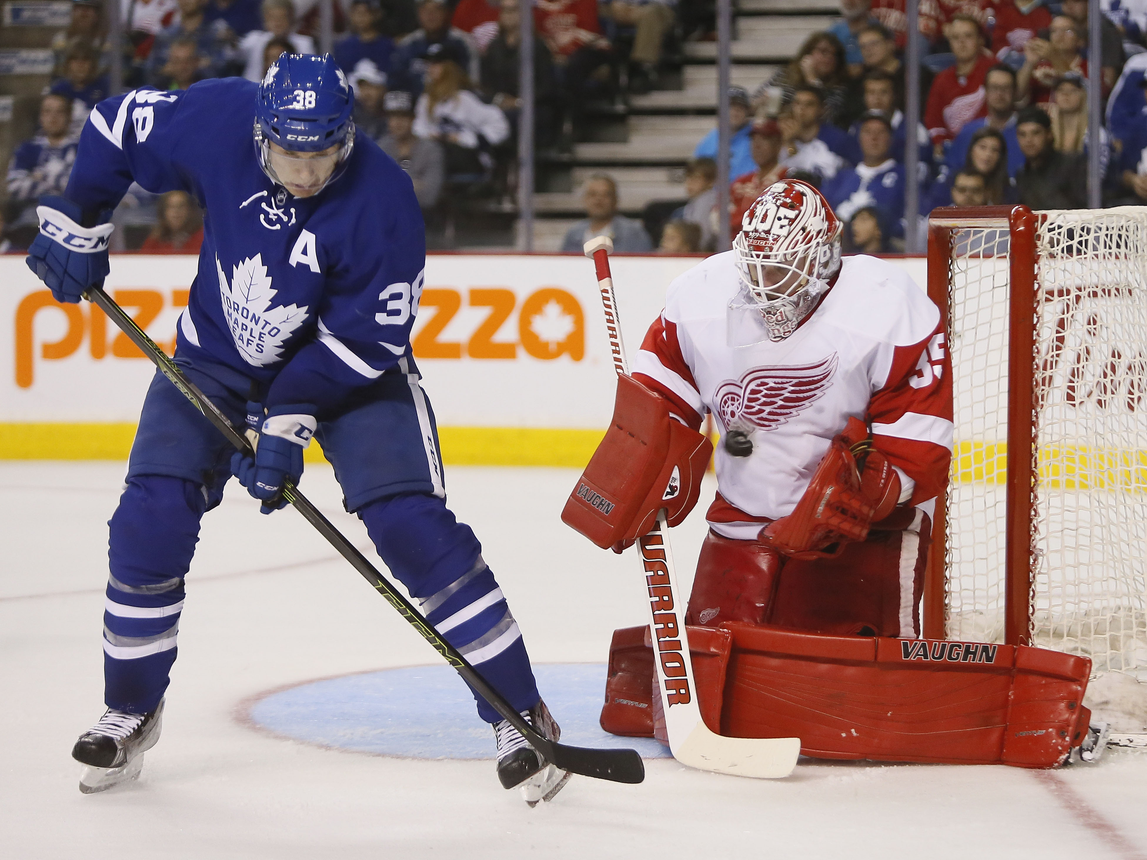 b1d48058c27 Leafs re-sign Colin Greening