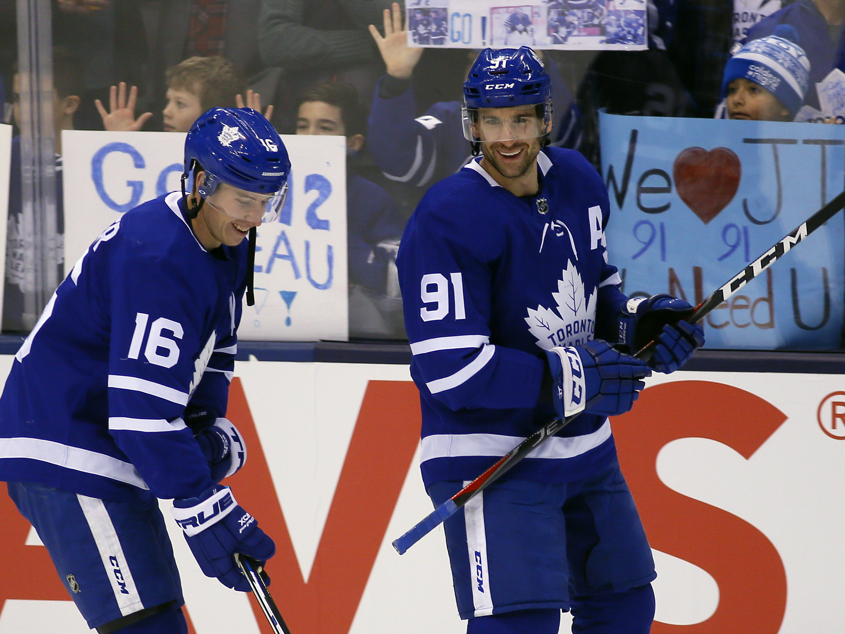 Maple Leafs sign Kapanen, Johnsson to extensions