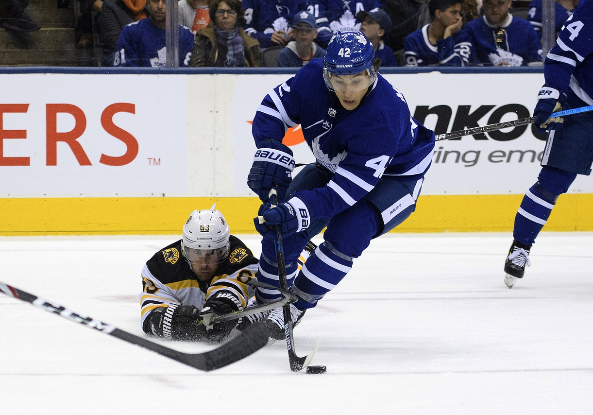 Rielly's 2nd goal lifts Maple Leafs past Bruins 4-3 in OT